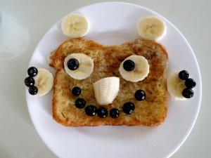 Гренки из белого хлеба с фруктами